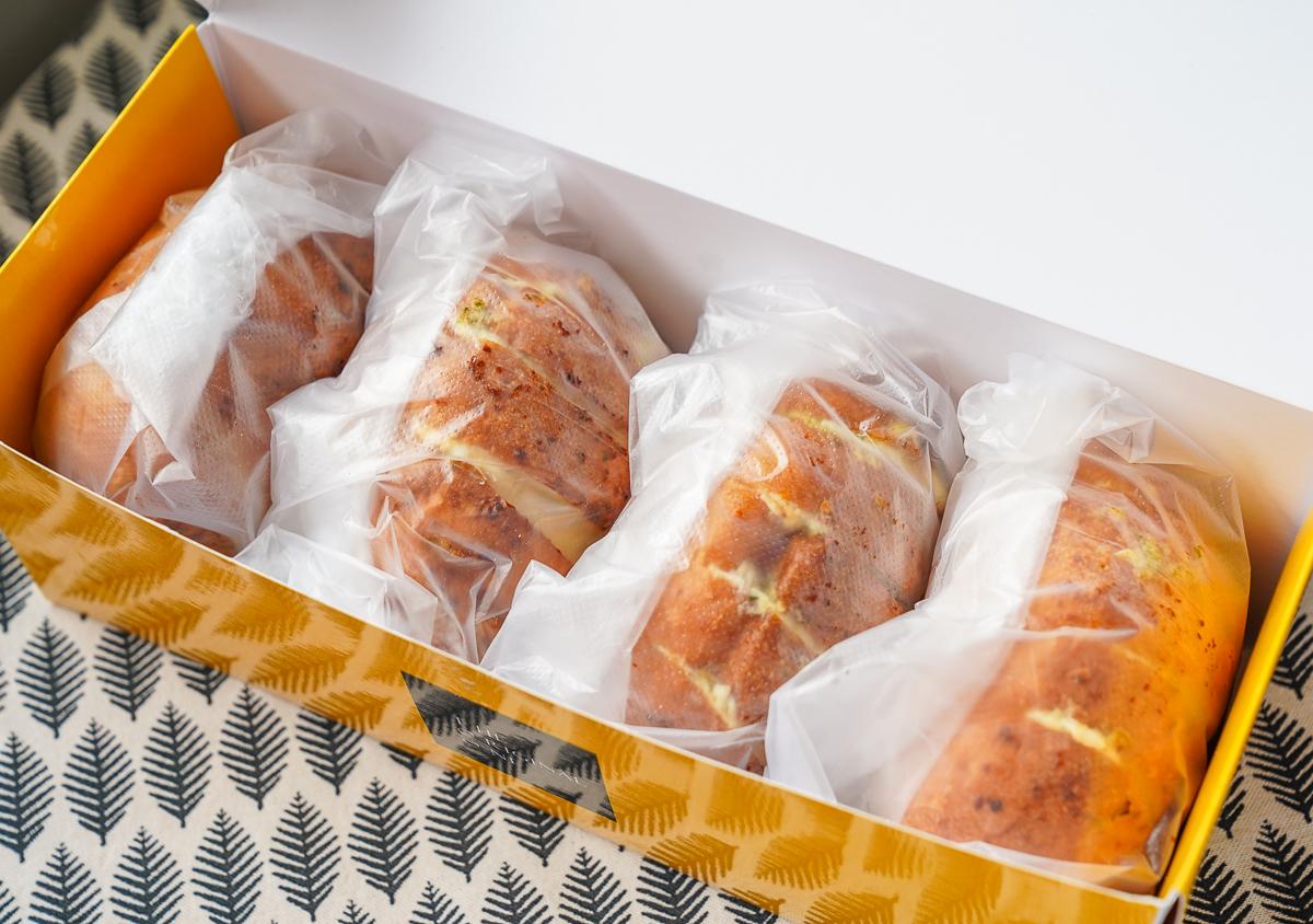 [高雄]The Original One TOO-韓國超夯「爆漿奶油大蒜麵包」高雄也吃得到!每日出爐秒殺 @美食好芃友