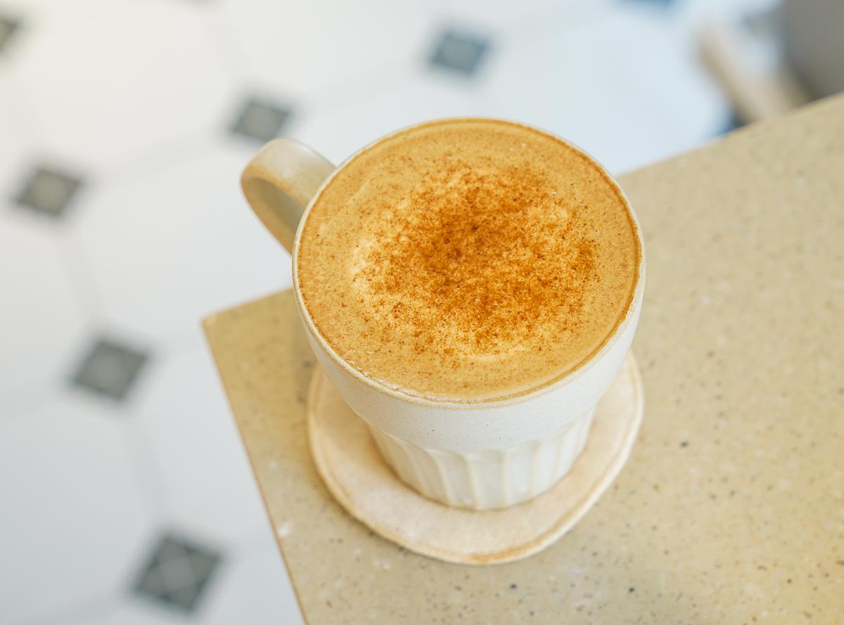 [高雄咖啡推薦]路人咖啡3號店-高雄後驛站巷弄純白咖啡館!平價就能擁有的好喝咖啡 @美食好芃友