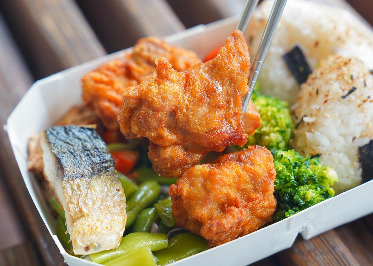 [高雄便當推薦]雅米廚房(四維店)-高雄最夯平價日式便當~媲美日本的超強唐揚雞海陸便當 @美食好芃友