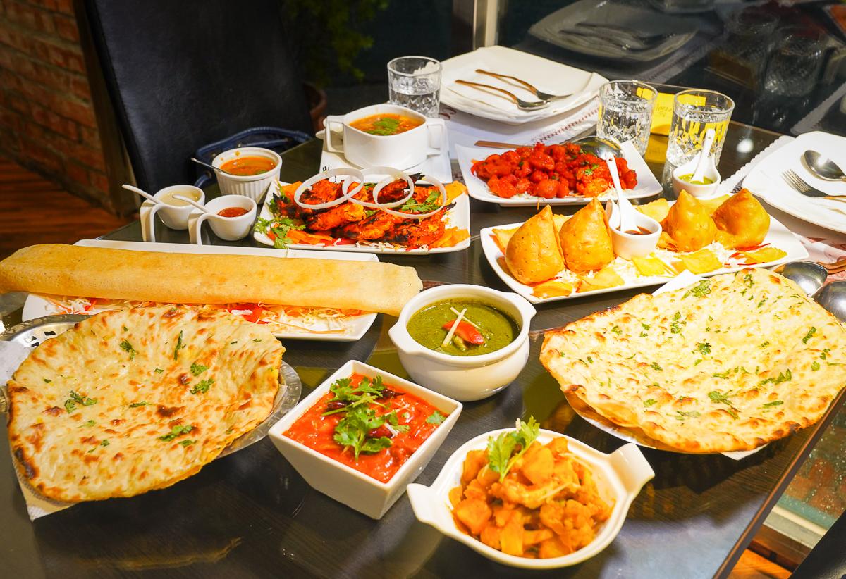 [台中]斯里印度餐廳-Google評價4.3美味印度料理!好吃到停不了的印度咖哩、印度烤餅 @美食好芃友