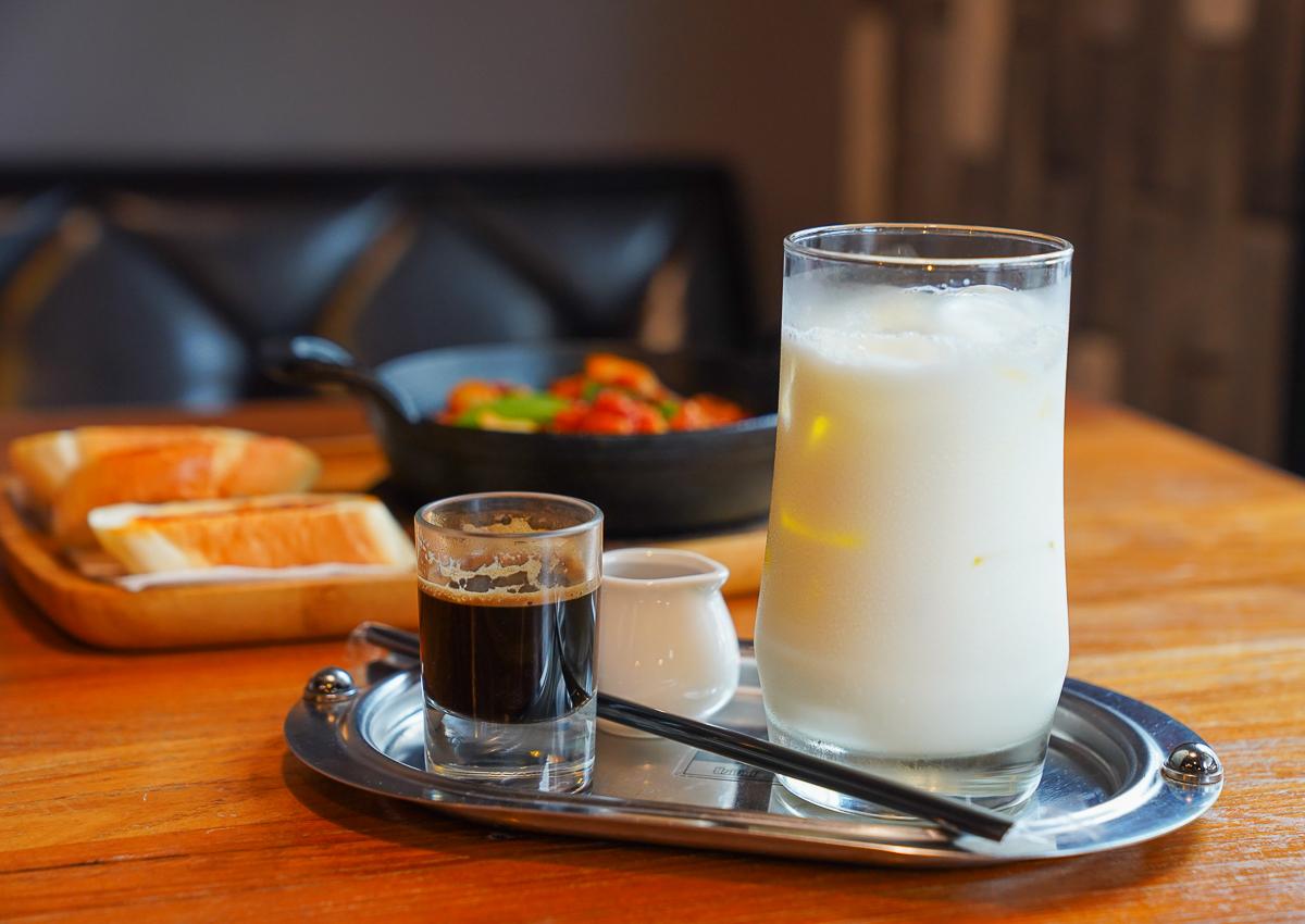 [高雄]黑浮咖啡楠梓店-最潮楠梓聚餐選擇~美味牛奶貝義大利麵x超甜海膽燉飯 @美食好芃友