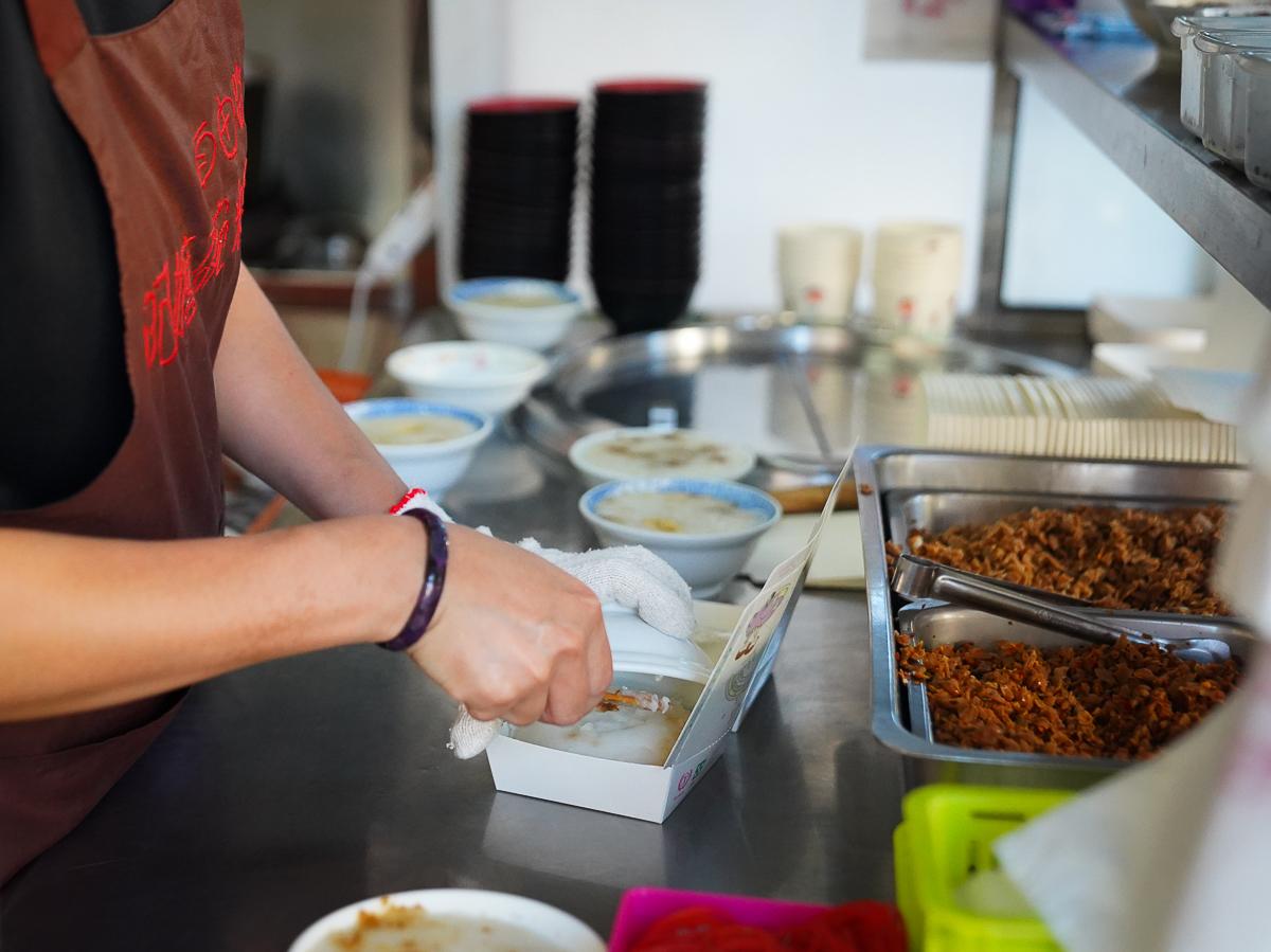 [高雄三民美食]自由路阿嬤碗粿-一天一籠只賣3小時~超好吃古早味高雄碗粿! @美食好芃友