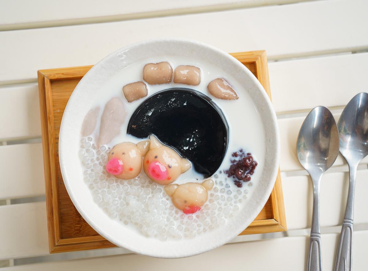 [高雄冰店推薦]茶樓養了牛-超有話題平價高雄仙草凍!豬豬湯圓太療癒~ @美食好芃友