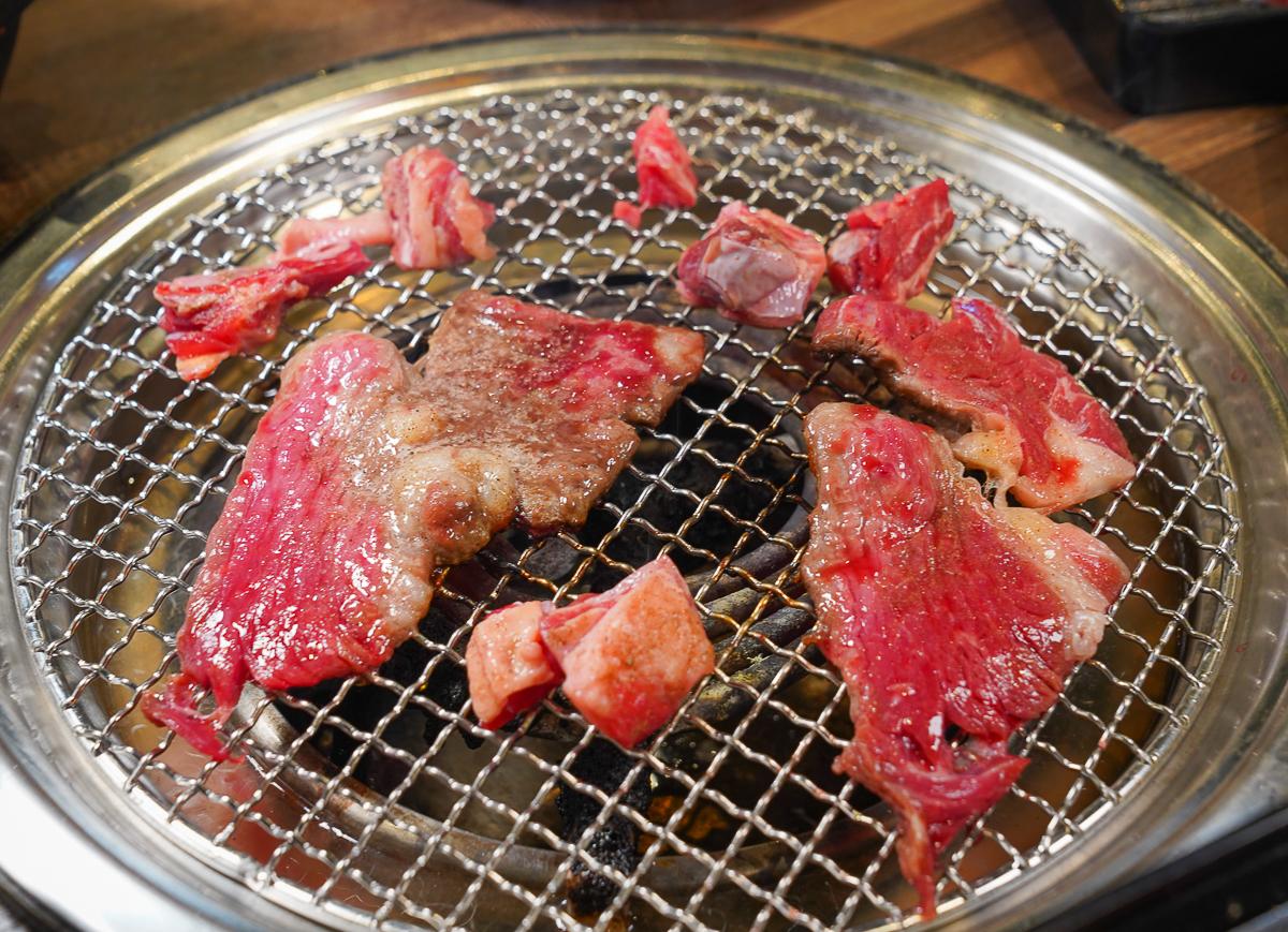 [高雄夢時代美食]高雄鉄火燒肉Plus-高C/P值燒肉吃到飽!牛排、牛肉、生蠔、天使紅蝦爽爽吃 @美食好芃友