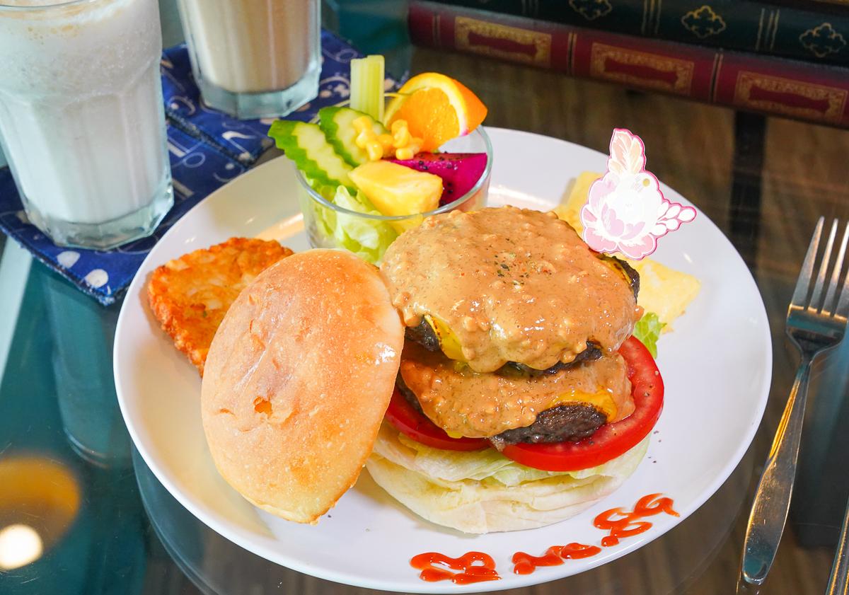 [高雄文化中心美食]No.89 Brunch 早午餐-高雄最浮誇雙層花生醬漢堡~真材實料揪好呷 @美食好芃友