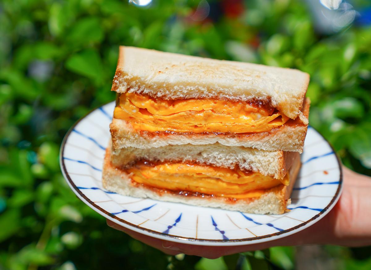 [高雄早餐推薦]原味輕食新興店-美麗島站旁市場神秘早餐~美味雙蔥起司蛋餅x芋泥乳酪蛋餅!(提供外送) @美食好芃友