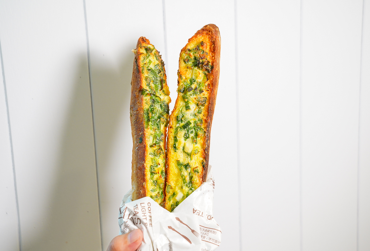 [高雄夢時代美食]日光巴黎夢時代店-蔥控注意!週末限定蔥滿滿法式香蔥堡~大口咬蔥的滿足 @美食好芃友