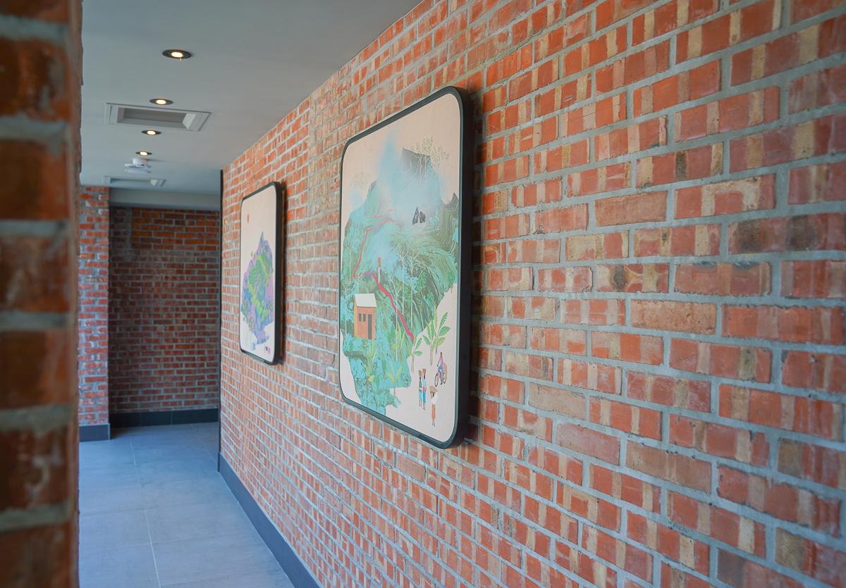 [高鐵左營站美食]星巴克博愛華夏門市-美式loft紅磚遇上中式屋簷的特色星巴克 @美食好芃友