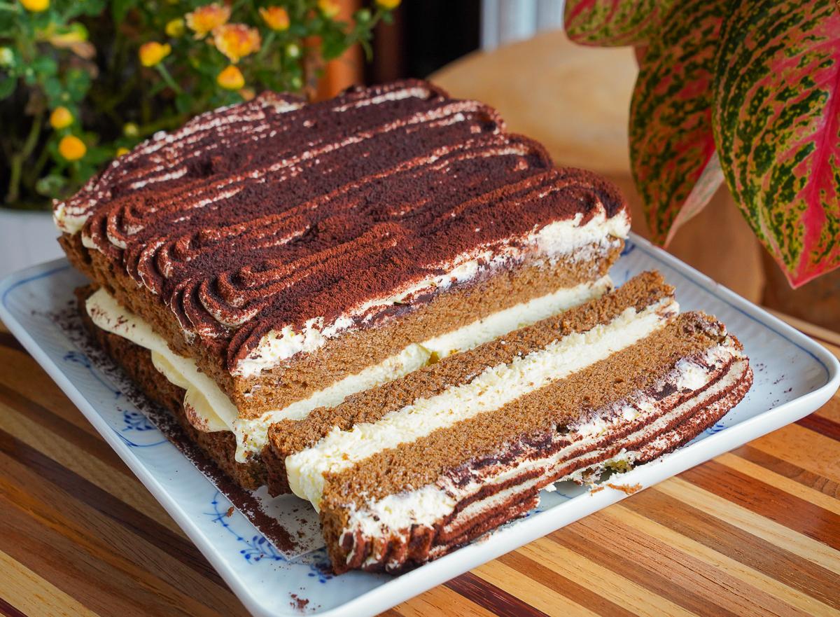 [高雄美食]豆逗無油蛋糕舖-豆漿製作好吃無油蛋糕~大推爆漿提拉米蘇x炙燒明太子蛋糕 @美食好芃友