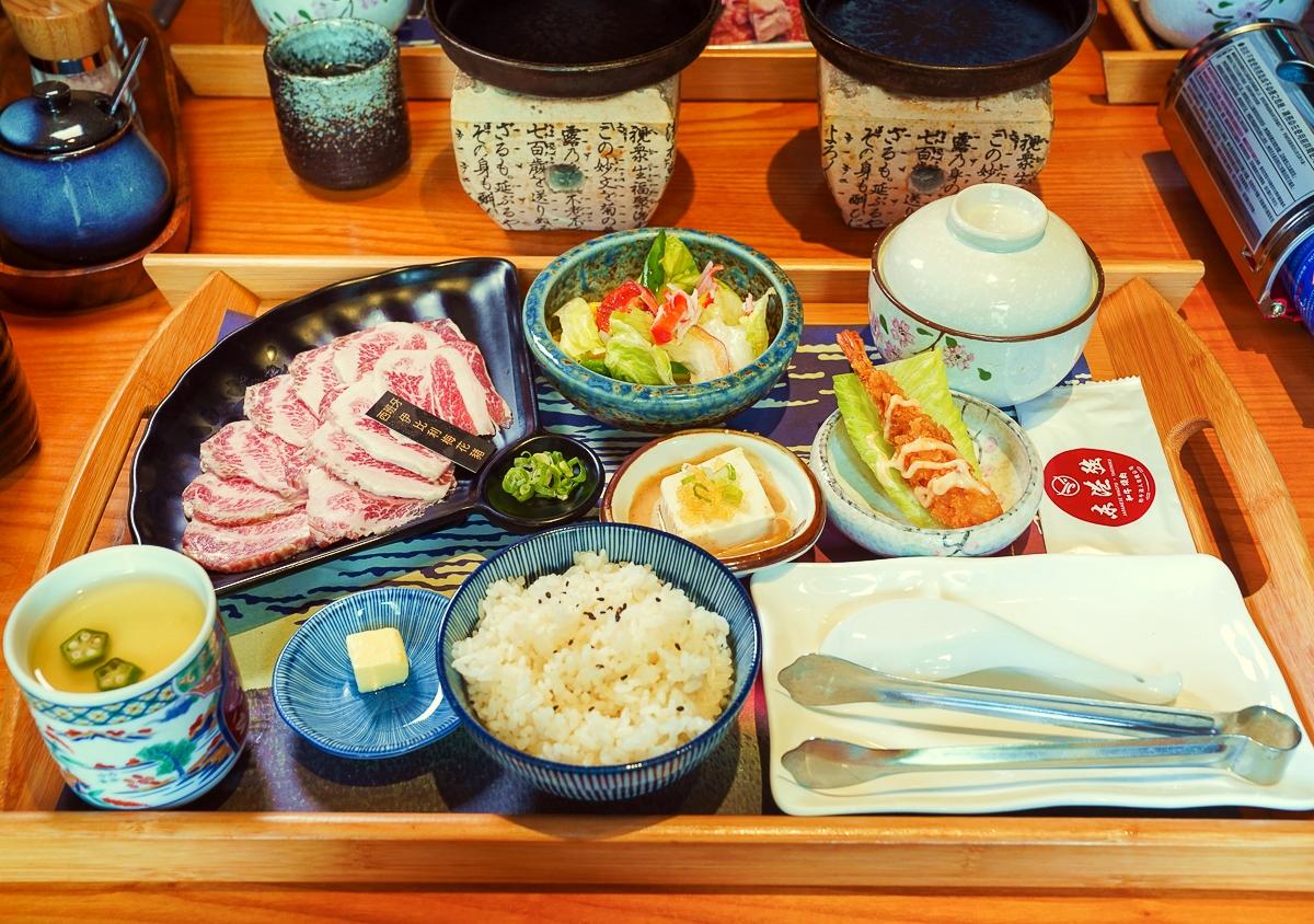 [高雄燒肉推薦]東港強和牛燒肉~不用千元就可吃日本A5和牛燒肉!定食白飯、湯、飲料無限吃 @美食好芃友