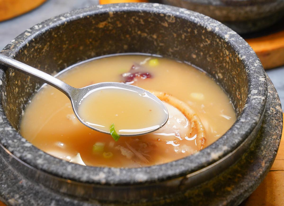 [高雄]情 韓式餐廳-韓國主廚好手藝~擺滿一整桌的韓式傳統料理 @美食好芃友
