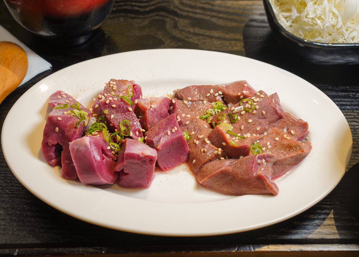 [高雄]逸之牛日式炸牛排專賣博愛店-午間限定日式內臟燒肉放題~一人268也能爽吃燒肉啊! @美食好芃友