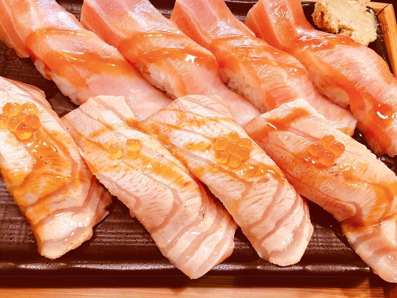 [左營美食推薦]宇兵衛壽司丼飯-北高雄高C/P值海鮮丼飯!鮭魚控必吃8入250鮭魚握壽司組 @美食好芃友