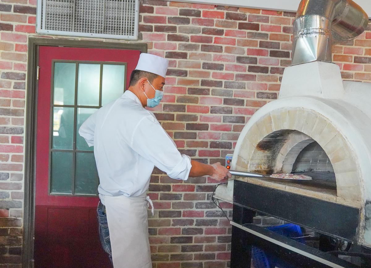 [楠梓美食推薦]喬義思窯烤手作廚房-平價高雄聚餐超推!肉控們必吃豪華分享餐~一人不用400有肋排、全雞、披薩和義大利麵 @美食好芃友