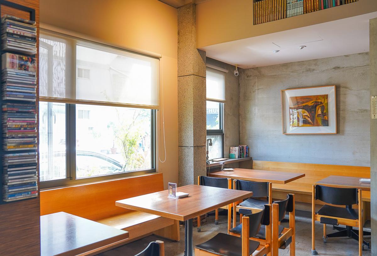 [高雄巨蛋周邊美食]鬲离咖啡館-質感高雄早午餐x超吸睛書本千層~大隱隱於市的低調咖啡店 @美食好芃友