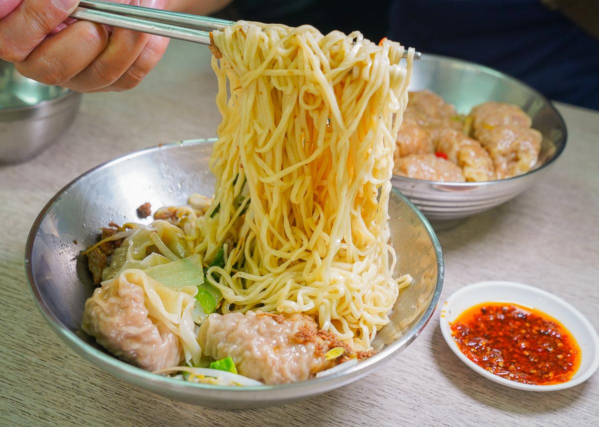 [鳳山美食推薦]ㄚ華鮮蝦大餛飩-每日只賣2小時~巨無霸鮮蝦餛飩!吃到是緣分啦XD @美食好芃友