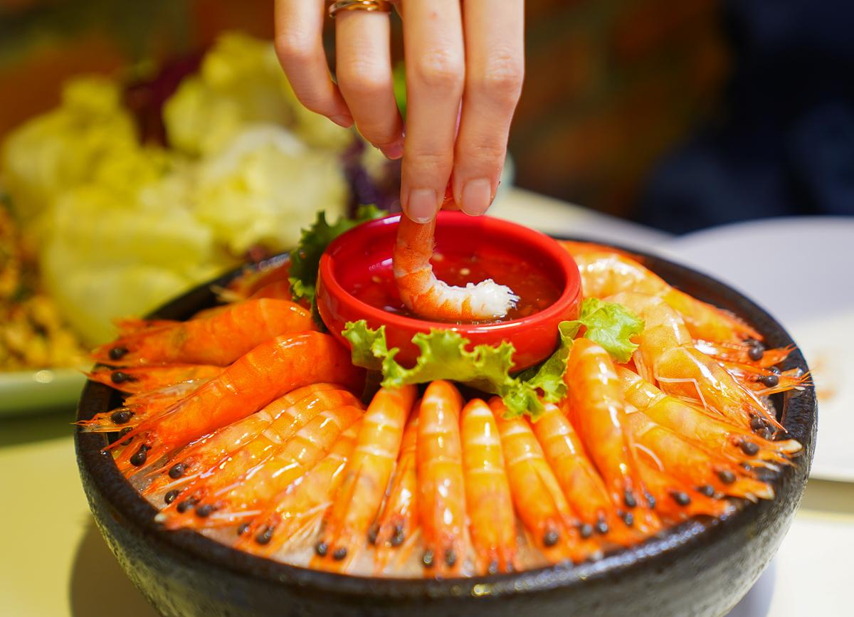 [高雄泰式料理]PAPAYA泰-家樂福成功店人氣泰式料理~生日幾歲送幾隻蝦超划算! @美食好芃友