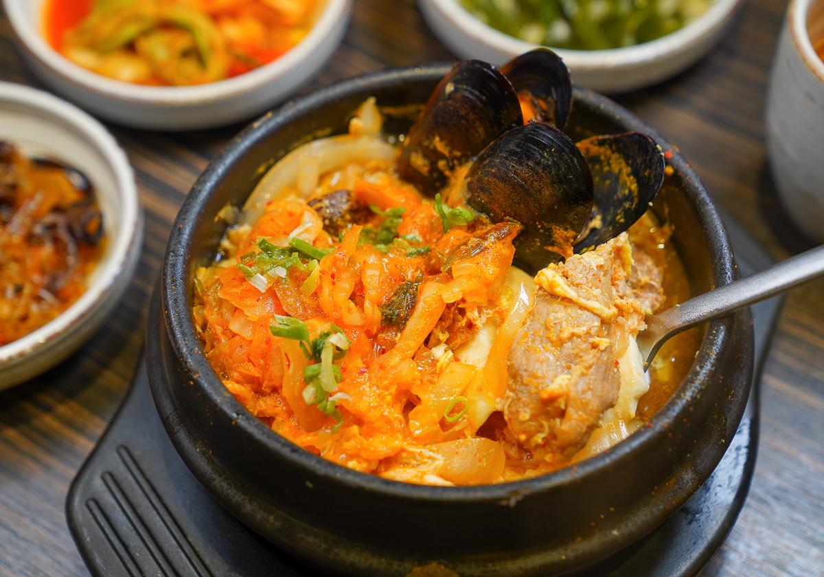 [高雄前鎮美食]玉豆腐韓式料理(新分店光華店)-暖肚必吃~韓式人蔘糯米雞!好吃不貴高雄聚餐餐廳 @美食好芃友