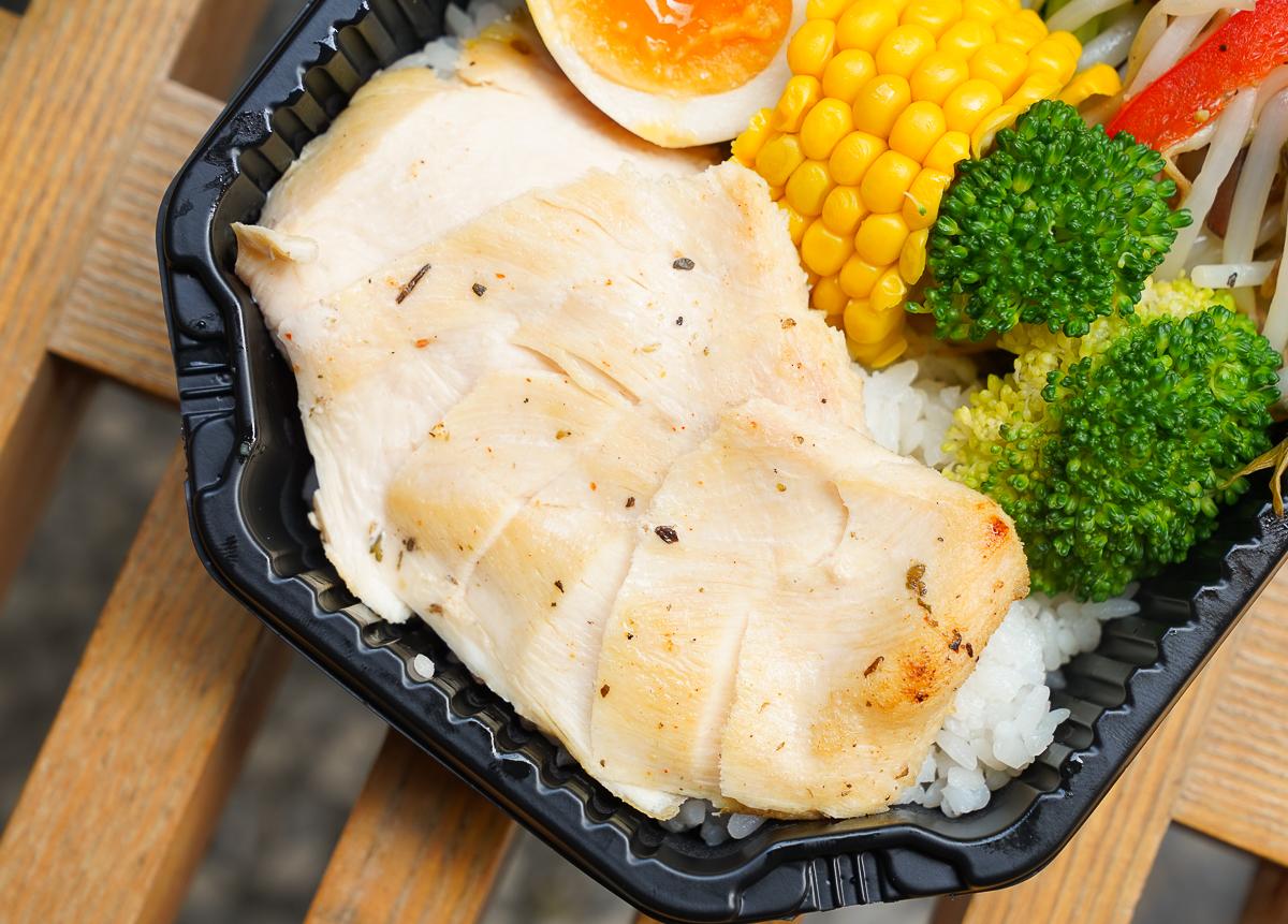 [高雄便當推薦]飯谷健康餐盒-外送內用都超夯的平價高雄健康餐盒!大推雞腿排x客家豬肉 @美食好芃友