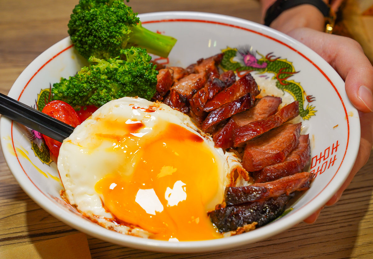 [左營美食推薦]翠王香港茶餐廳-黯然銷魂飯太好吃啦~港籍師傅功夫手藝! @美食好芃友