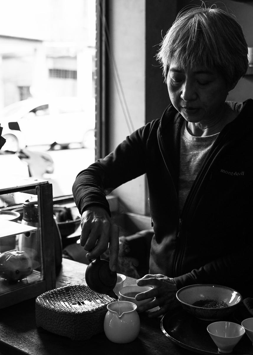 [高雄前金美食]乙木-ig超夯!時髦與老派併行的高雄茶店x選物店x展覽空間 @美食好芃友