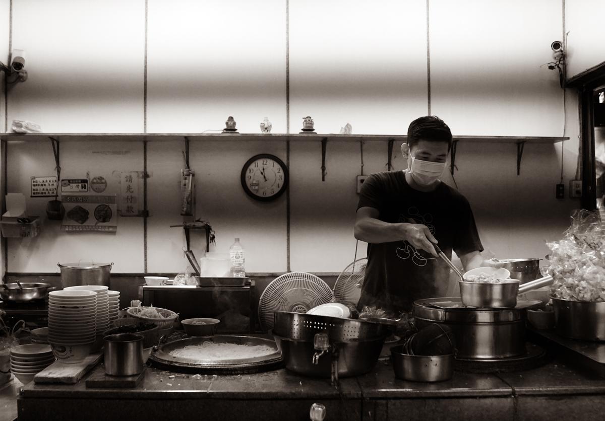 [高雄鹽埕美食]大溝頂虱目魚米粉湯- 60年鹽埕虱目魚湯~在地人超推澎湃高雄早餐 @美食好芃友