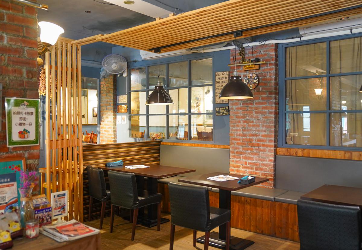 [高雄]莓塔咖啡館新光店-巷弄低調高雄咖啡館~好吃又好拍的烤飯、義大利麵、甜點 @美食好芃友