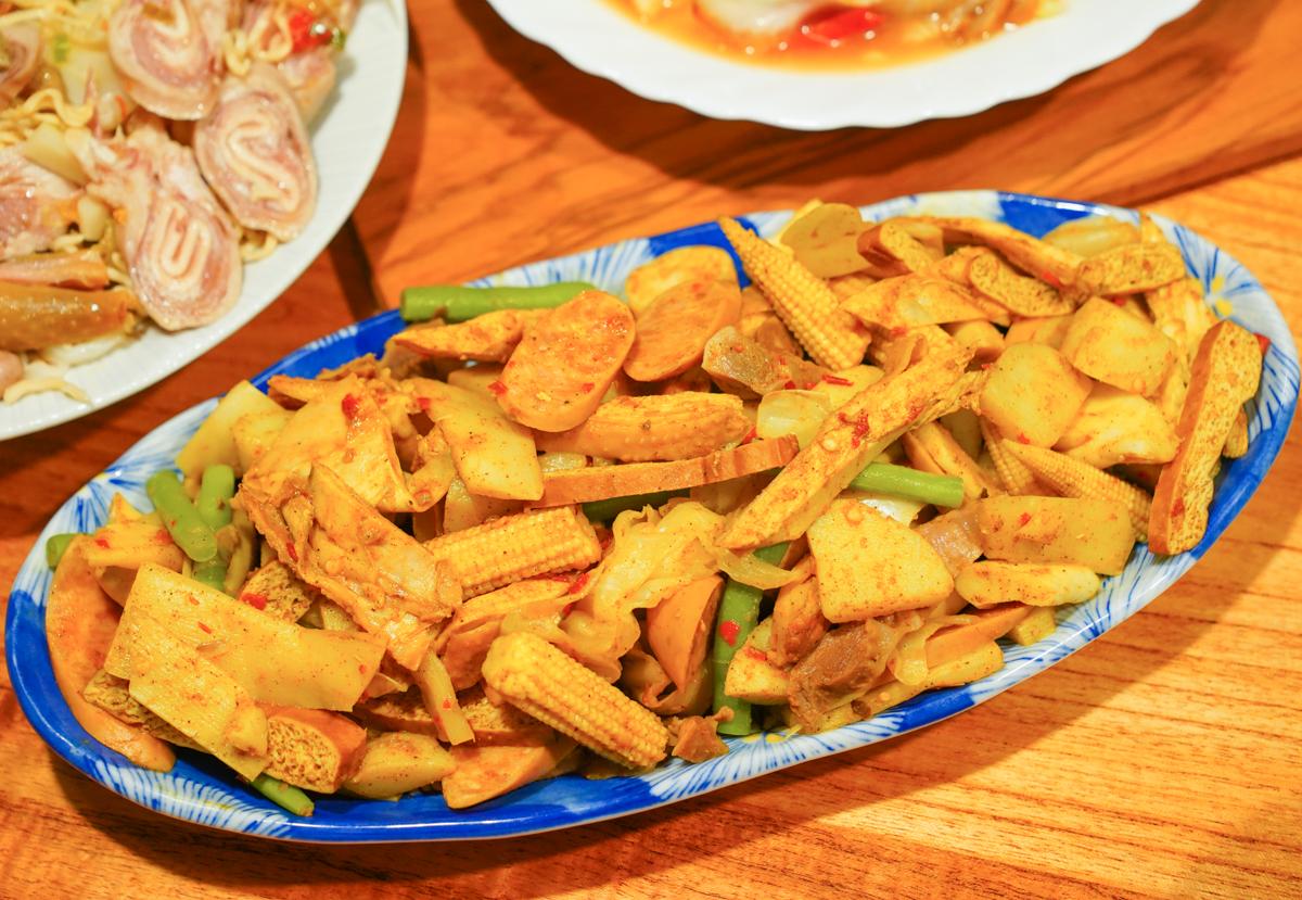 [高雄]鹹東鹹西鹹水雞熱河店-中、泰、日、印度創意鹹水雞~夏天的涮嘴美食 @美食好芃友