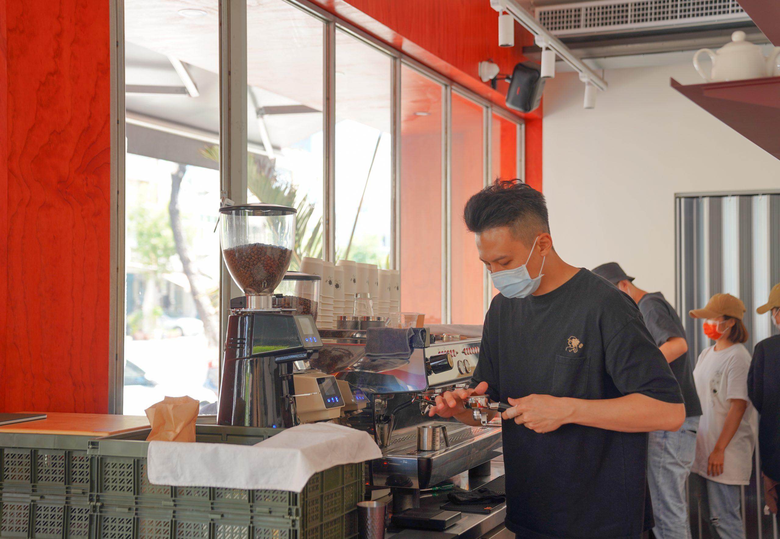 [高雄咖啡推薦]Akau coffee 猻物咖啡大港店-最潮高雄咖啡外帶店!來自屏東人氣咖啡品牌 @美食好芃友