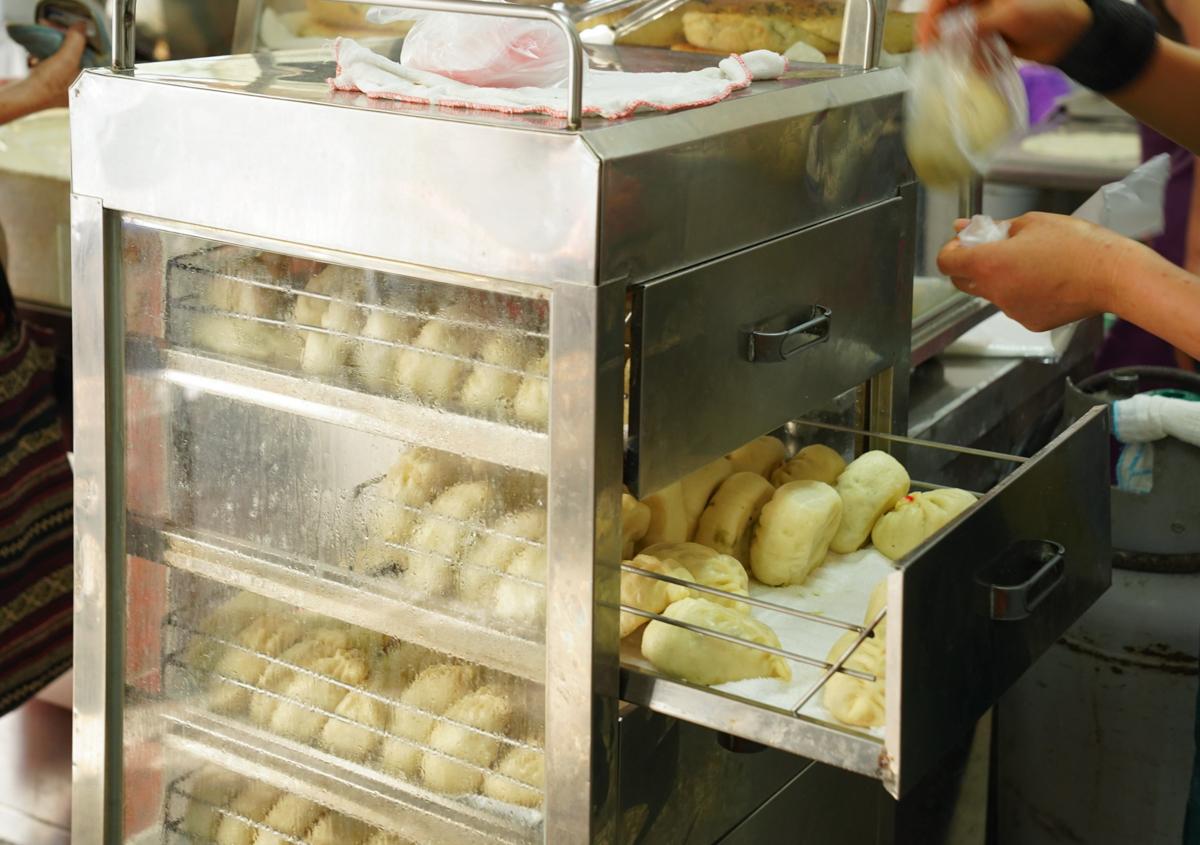 [左營眷村美食]山東萊陽麵食早餐-內餡滿滿老麵包子一顆15元!?在地左營果貿眷村味 @美食好芃友