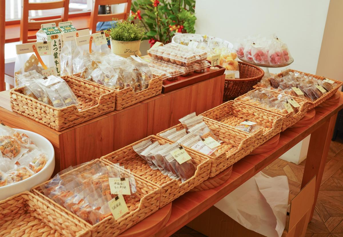 [高雄下午茶推薦]小黃窩窩手作甜點-高雄河堤社區旁純白甜點店 @美食好芃友
