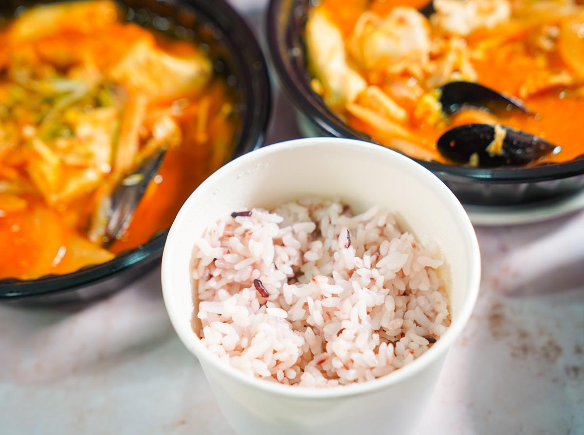 [高雄]玉豆腐韓式料理 -好吃不貴韓式炸雞/泡菜炒豬肉餐盒~超強配菜起司烘蛋 @美食好芃友