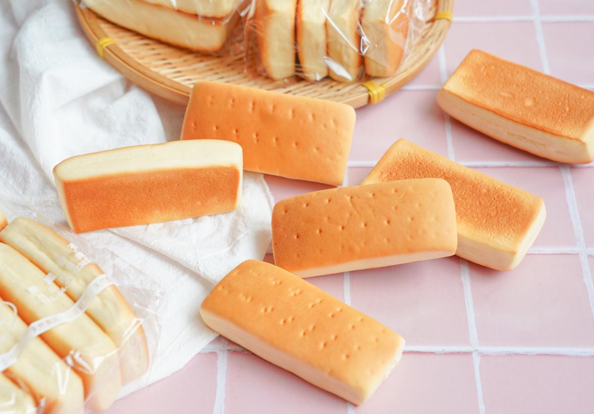 [台中麵包推薦]康纖麥E-就是這一味!銅板價懷舊味蘋果麵包~天然不添加 @美食好芃友