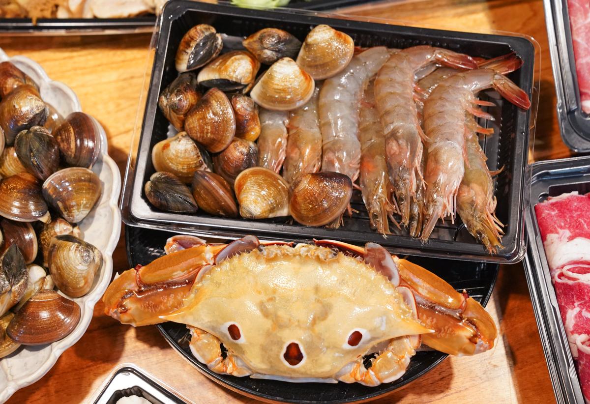 [高雄火鍋推薦]春囍打邊爐-一套餐當兩餐吃!有海有陸超豪華防疫四人套餐2.0 @美食好芃友