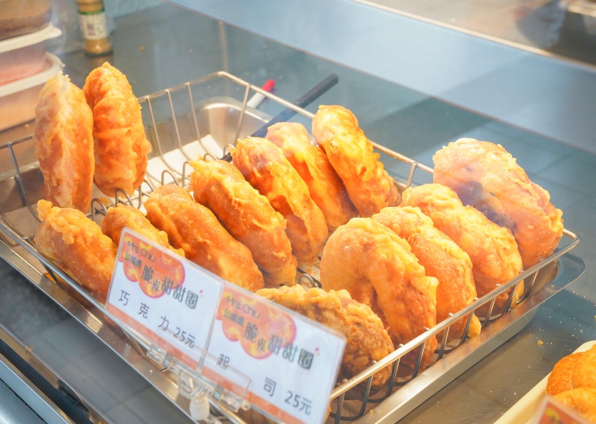 [高雄]邱媽媽脆皮甜甜圈-25元超大顆脆皮甜甜圈!放冷也好吃的脆Q口感~ @美食好芃友