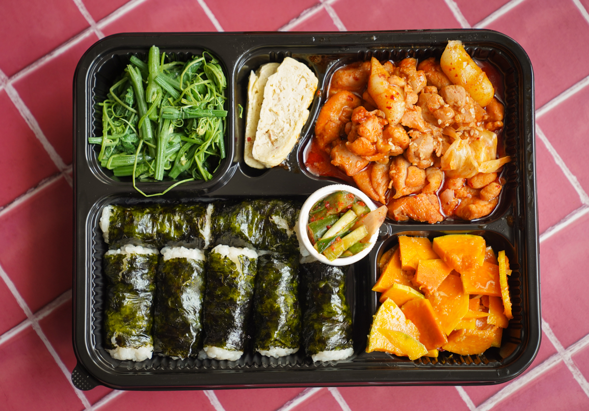 [高雄]大月韓食創意料理-夏天來個清爽飯捲!辣炒年糕尬飯捲、豬肉海苔飯~特色韓式便當 @美食好芃友