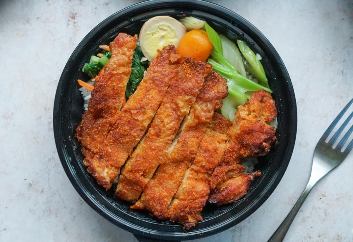 [高雄]牛排先生-巨大肉排外帶餐盒150元起~必吃10.5oz烤雞腿排飯 @美食好芃友