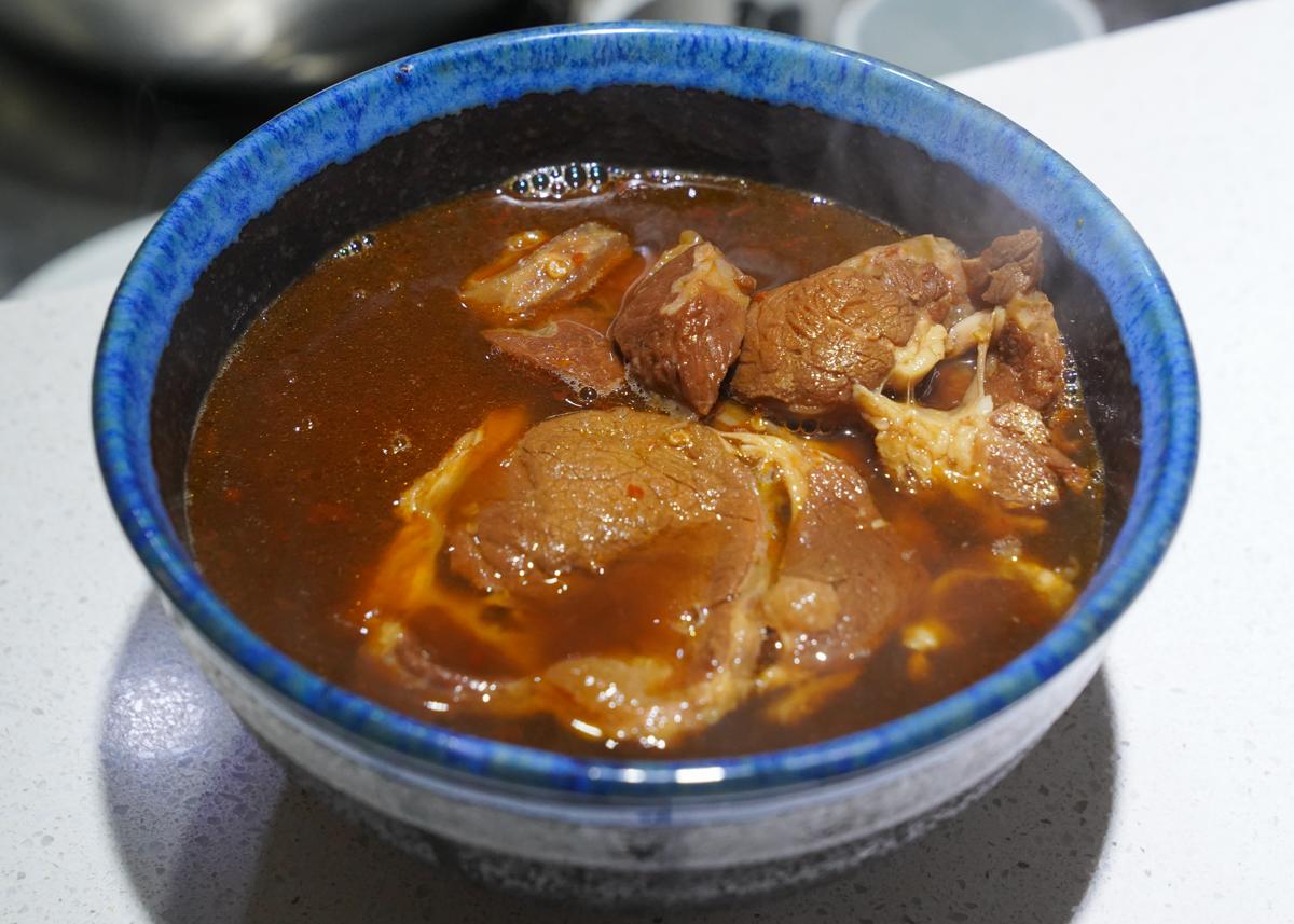 [宅配美食]亞舍紅燒牛肉麵 – 美味如現煮~巨量肉肉牛肉麵!常溫就能保存超方便 @美食好芃友
