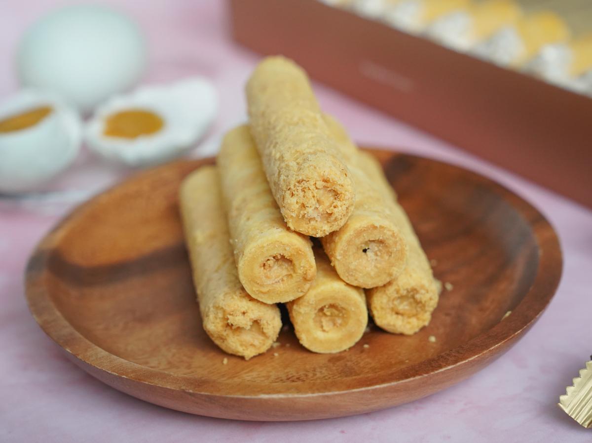 [宅配美食]青鳥旅行金沙鹹蛋黃蛋捲-重磅回歸,讓人舔指的鹹甜流沙餡 @美食好芃友