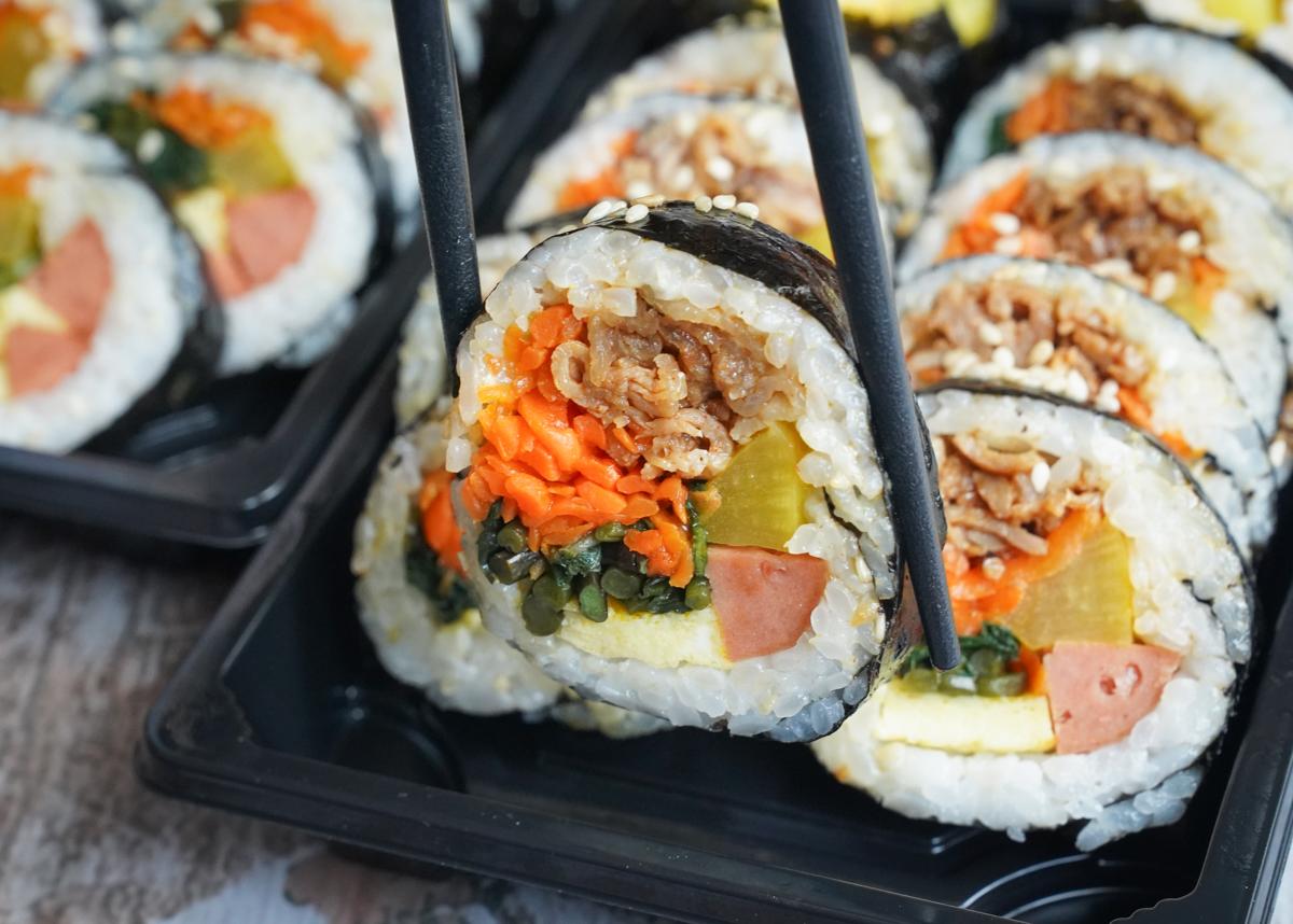 [高雄文藻美食]韓煮廚-銅板價好吃韓式飯捲&辣炒年糕!超人氣高雄平價韓式料理 @美食好芃友