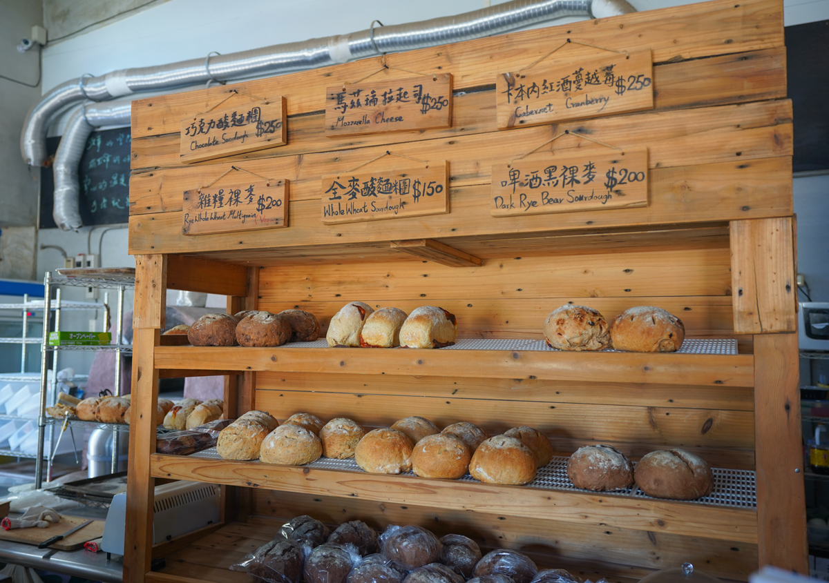 [台東美食]麵包與巧克力倉庫-麵包愛好者必吃!酸麵糰麵包x倉庫風空間x台東海景 @美食好芃友