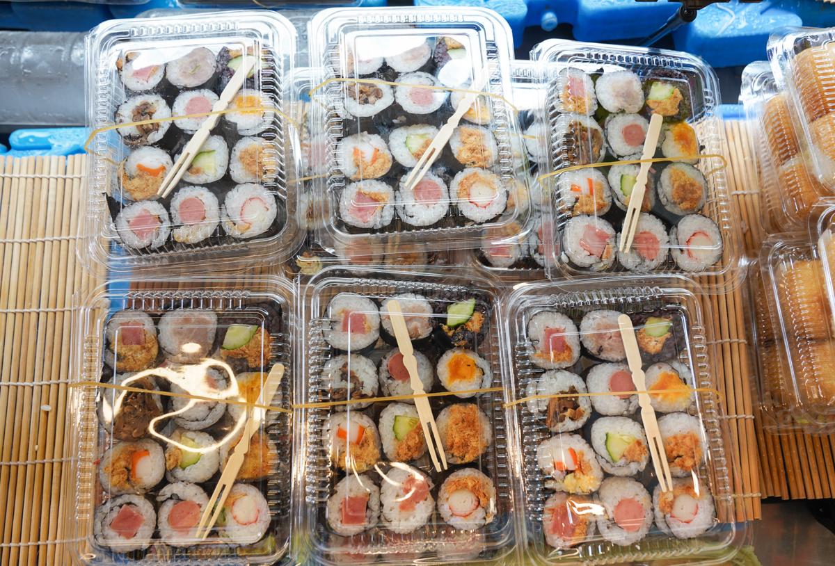 [鳳山美食]日品壽司店-超巨大高雄花捲壽司!一賣超過20年高雄壽司老店 @美食好芃友