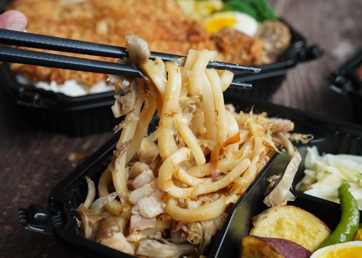 [高雄外帶餐推薦]初丼-150元起雙主菜盛合日式便當~大吃肉滿滿爽感 @美食好芃友