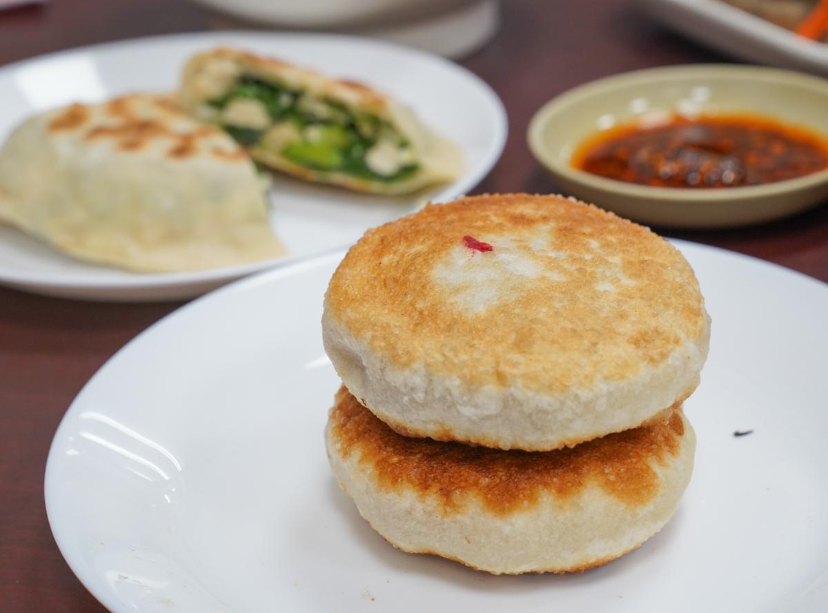[鼓山美食]華榮路上好餡餅-低調卻很道地的外省口味麵食小吃 @美食好芃友