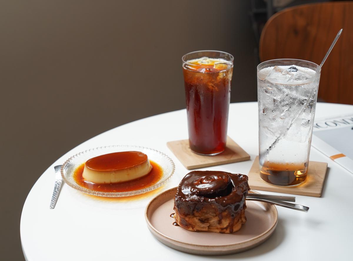 [高雄]共生咖啡Symbiosis café-海邊路上~肉桂捲超厲害高雄咖啡店! @美食好芃友