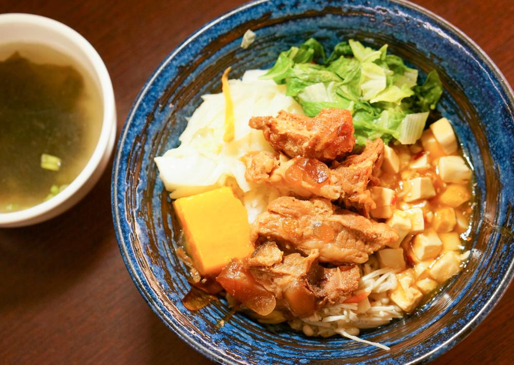 [高雄]六郎專賣丼飯-百圓大份量好吃日式丼飯便當 高雄鼓山區美食推薦 @美食好芃友