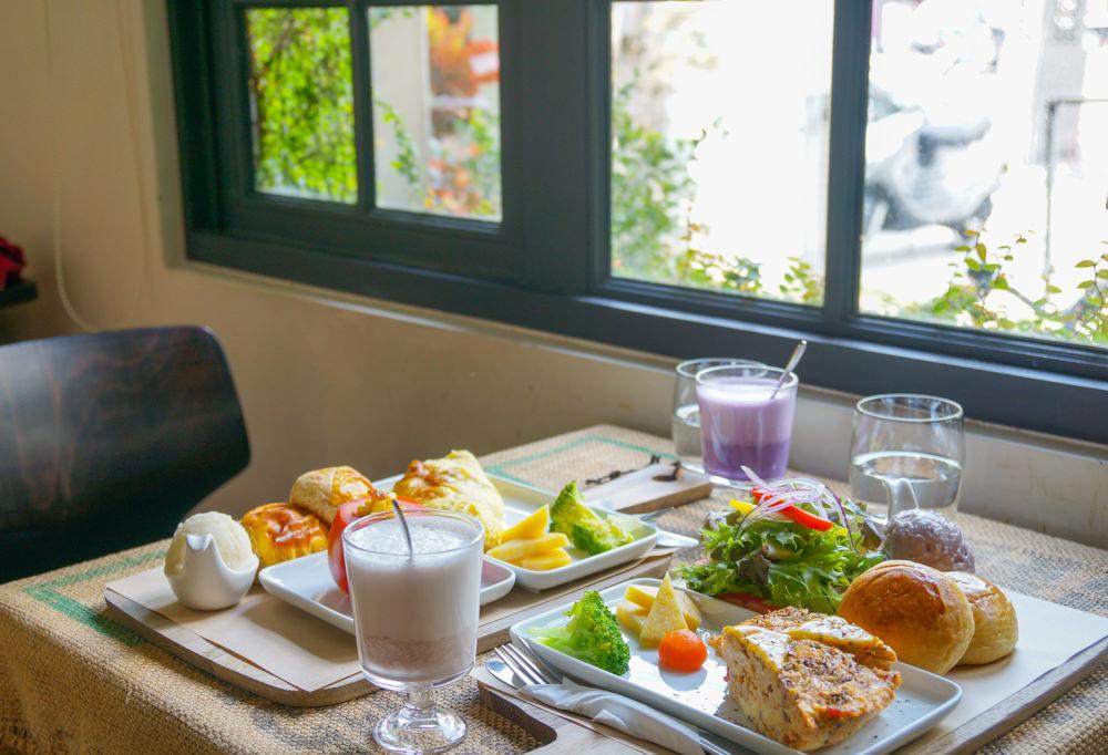 [台南]一緒二咖啡Cafe Isshoni-美麗白色老洋房享溫暖手作早午餐  台南早午餐推薦 @美食好芃友
