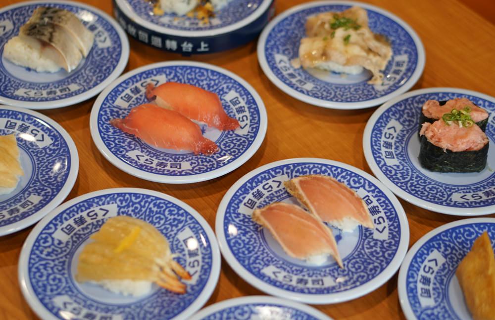 [高雄]くら寿司藏壽司-超平價40元一盤!排翻天迴轉壽司 還可以抽扭蛋喔! 高雄巨蛋美食推薦 @美食好芃友