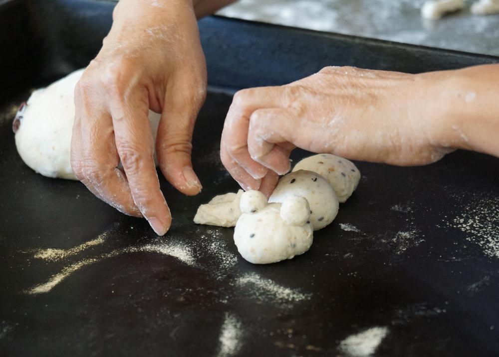 [苗栗]貝岩居農場-隱藏在森林的好吃窯烤麵包 DIY手工麵包 生態教學導覽 三義美食推薦 @美食好芃友