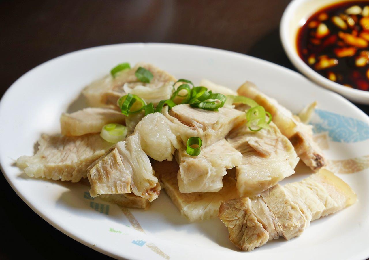 [高雄]和平香菇肉飯-油條魚丸湯x美味香菇肉飯 遊子想念的古早味 高雄小吃推薦 @美食好芃友